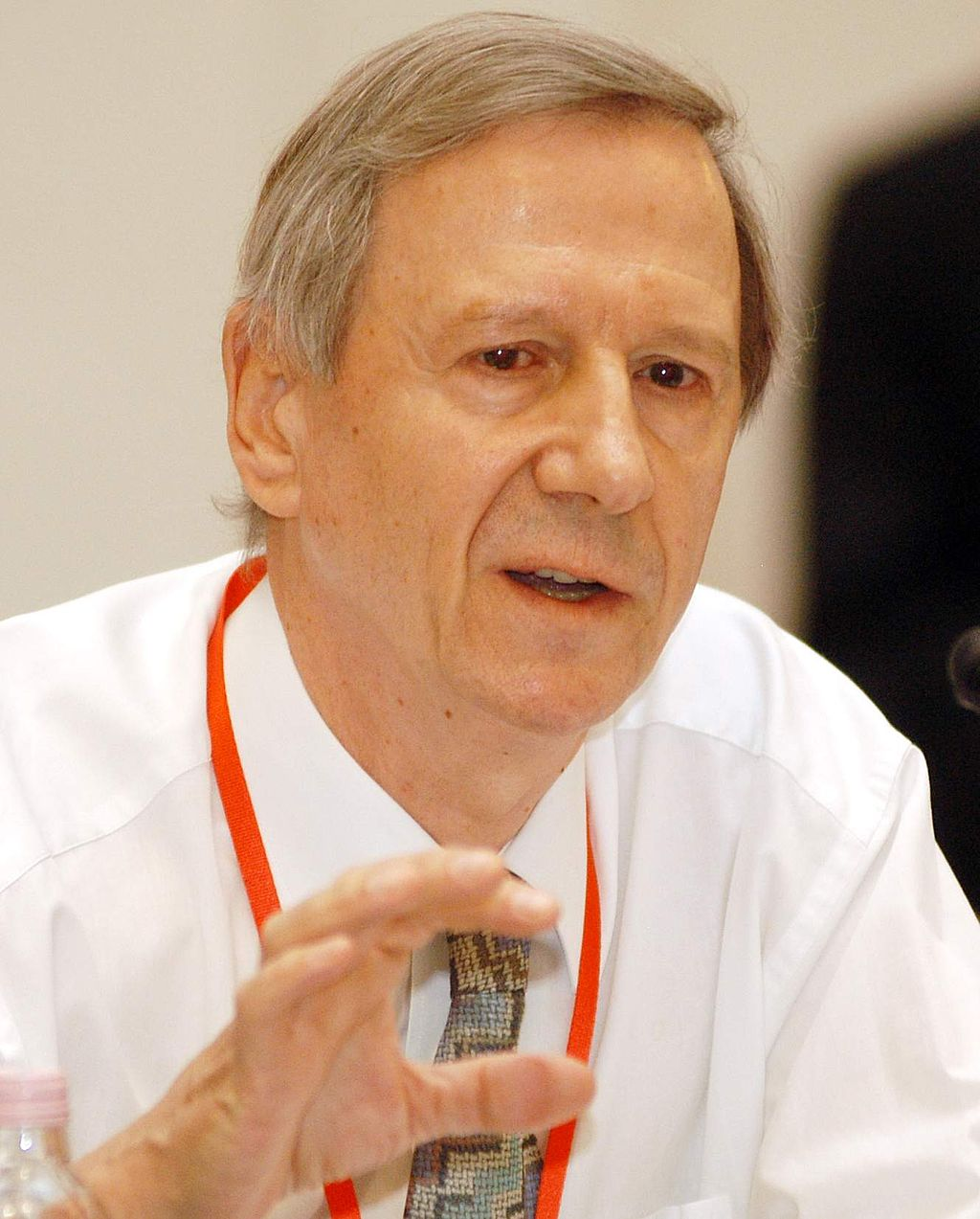 Anthony_Giddens_at_the_Progressive_Governance_Converence,_Budapest,_Hungary,_2004_October